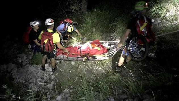 Die beiden Wanderer aus Bosnien gerieten beim Hernlersteig in Oberösterreich in ein heftiges Gewitter. Ein Blitz schlug in das Stahlseil der Wegsicherung ein und verletzte dabei die Frau. (Bild: BRD GMUNDEN/SPITZBART ANDREAS)