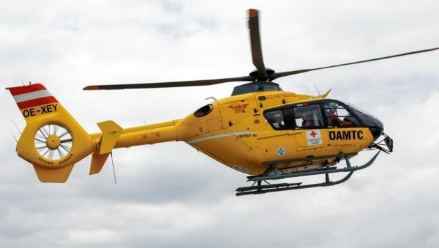Der schwer verletzte Jugendliche wurde mit dem Rettungshubschrauber ins Spital geflogen. (Bild: Markus Tschepp)