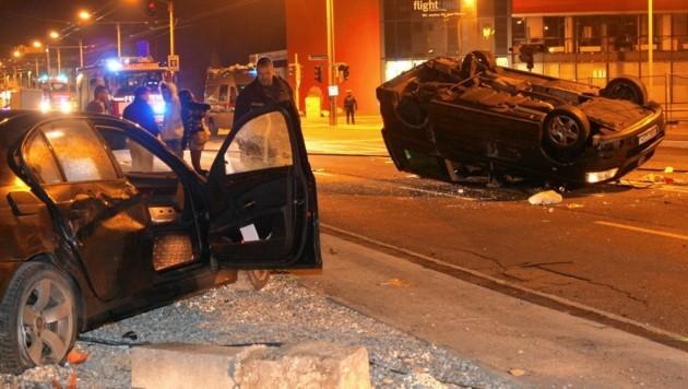 Unfall nach einem illegalen Autorennen in der Innsbrucker Bundesstraße. (Bild: Markus Tschepp)