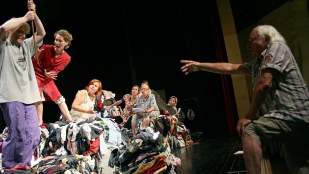 2009 inszenierte Johann Kresnik erstmals in seiner Heimatgemeinde Bleiburg ein Stück über Jura Soyfer. (Bild: S. Haderlap)