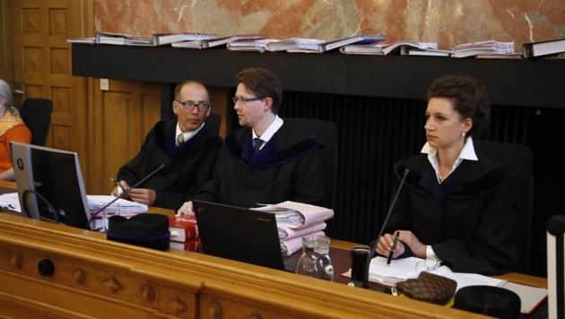 Richtersenat: Helmuth Marco Torpier, Christian Hochhauser und Anna-Sophia Geisselhofer (Bild: Tschepp Markus)