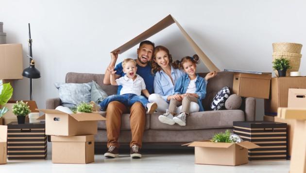 Viele sehnen sich nach einem Eigenheim, suchen aber erfolglos. Der Markt ist umkämpft. (Bild: ©JenkoAtaman - stock.adobe.com)