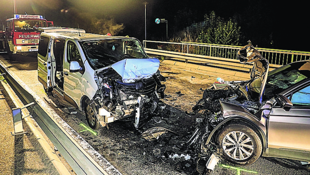 Beide Wagen wurden beim Frontalcrash völlig zerfetzt (Bild: laumat.at/Matthias Lauber)
