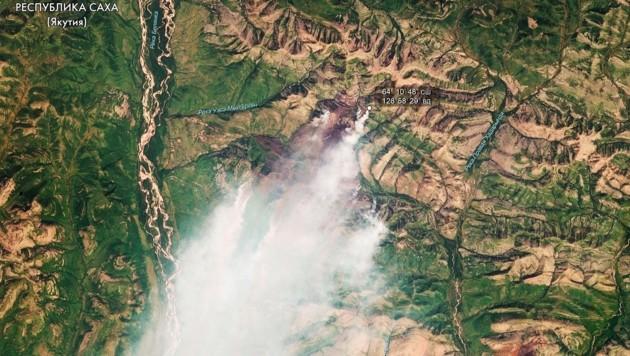 Ein Satellitenbild der russischen Weltraumorganisation Roskosmos zeigt Waldbrände in der Region um die Großstadt Krasnojarsk. (Bild: ASSOCIATED PRESS)