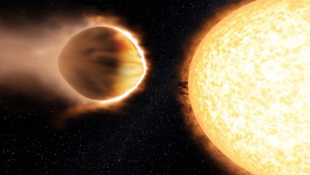 Künstlerische Darstellung: Der Exoplanet WASP-121b (links) im engen Orbit um seine Sonne (Bild: Engine House VFX, Bristol Science Centre, University of Exeter)