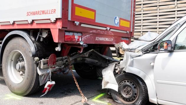 Drei Schwerverletzte forderte am Montag ein Auffahrunfall auf der A1 (Bild: FOTOKERSCHI.AT / KERSCHBAUMMAYR)