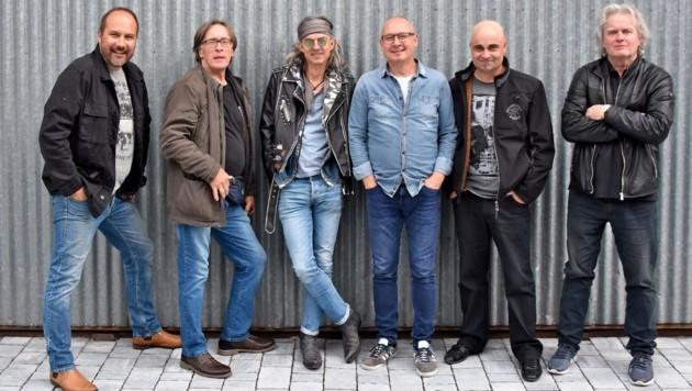 """Die """"Tobacco"""" Blueser mit ihren Gästen Gerd Schuller und Hubert Waldner. (Bild: TRBB)"""