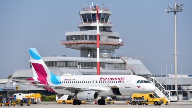 Von Zakynthos über Hurghada bis Palma: Heute heben in Hörsching insgesamt elf Flugzeuge ab (Bild: Harald Dostal)