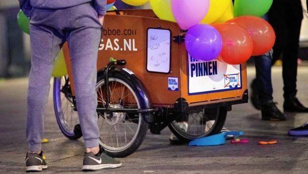 """Ein Lachgas-""""Dealer"""" in Amsterdam (Bild: EPA)"""
