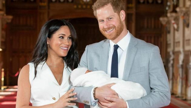 Herzogin Meghan und Prinz Harry mit Baby Archie (Bild: AP)