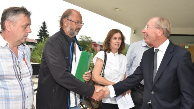 Haslauer mit Elisabeth Ramsauer, Matthias Höllweger, Isidor Ziller: Maßlose Enttäuschung (Bild: Weber Wolfgang/Kronenzeitung)