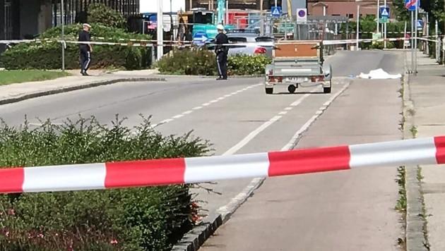 """Auf offener Straße wurde eine 83-jährige Pensionistin in Gloggnitz erstochen. Der Täter - ein 38-jähriger Rumäne - spricht von einer """"tödlichen Verwechslung"""". (Bild: Einsatzdoku.at)"""