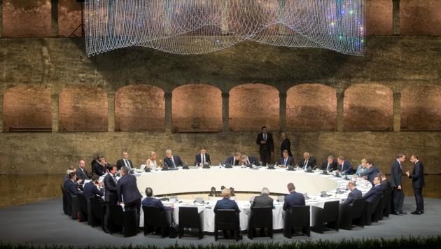 Die 28 EU-Regierungschefs tafelten in der Felsenreitschule. (Bild: APA/Georg Hochmuth)
