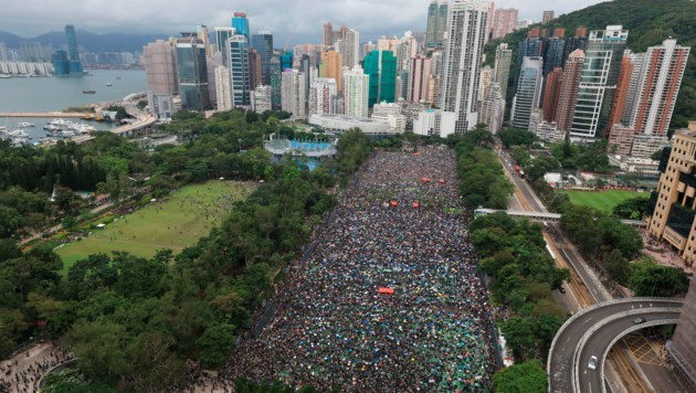 Massenproteste in Hongkong (Bild: AP)