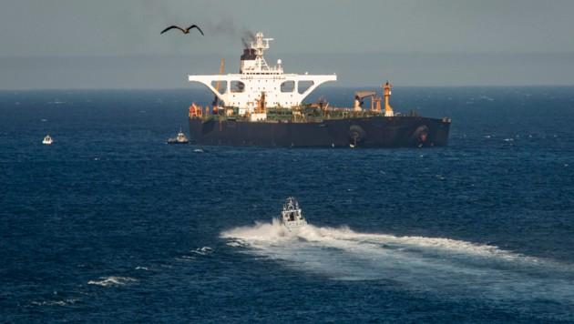 Nach wochenlangem Stillstand ist der iranische Öltanker wieder in Bewegung. (Bild: AP)