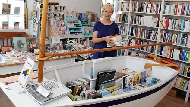 """Bea Baumann im """"Büchersegler"""" auf dem Grazer Mariahilferplatz (Bild: Christian Jauschowetz)"""