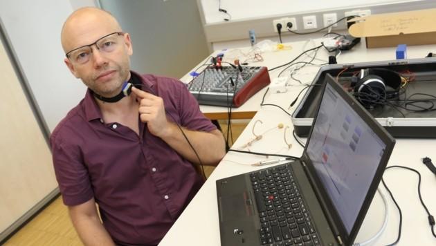 Martin Hagmüller zeigt die Ergebnisse seines Projekts (Bild: Jauschowetz Christian)