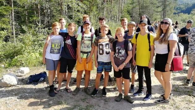 Auch beim Wandern knüpften die Jugendlichen Freundschaften. (Bild: Bundesheer/Christian Debelak)