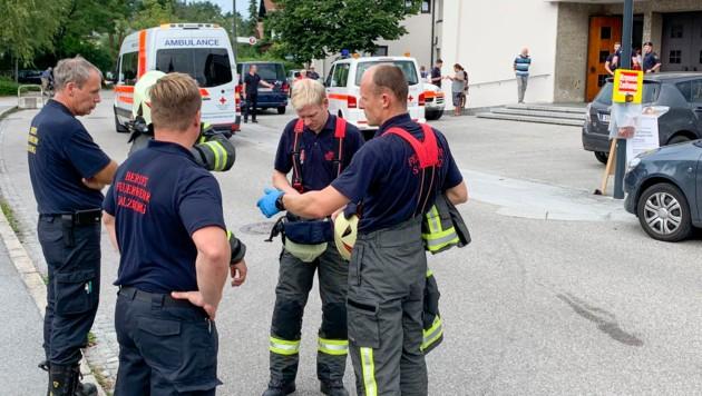In Salzburg-Gneis wurden eine Frau und ein Mädchen vor der Pfarrkirche von einem Auto erfasst und schwer verletzt. (Bild: Markus Tschepp)