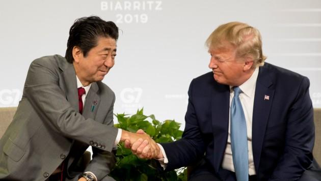 US-Präsident Donald Trump und Japans Regierungschef Shinzo Abe beim G7-Gipfel (Bild: Associated Press)