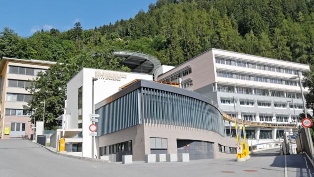 Krankenhaus St. Vinzenz in Zams (Bild: Christof Birbaumer / Kronenzeitung)