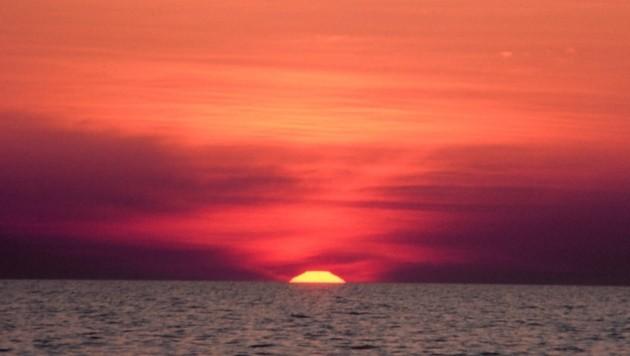 Symbolbild Sonnenuntergang am Meer (Bild: Wikipedia / Gemeinfrei)