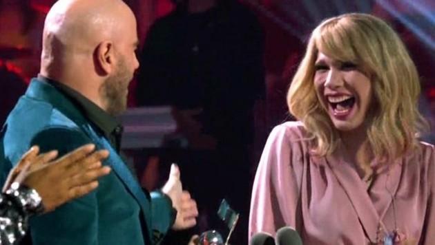 Peinlich, peinlich: John Travolta verwechselte Drag Queen Jade Jolie mit Taylor Swift. (Bild: twitter.com)