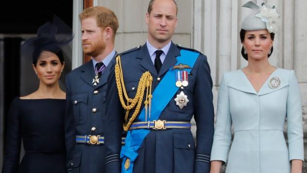 Herzogin Meghan und Prinz Harry mit Prinz William und Herzogin Kate (Bild: AFP)