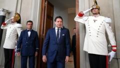 Giuseppe Conte nach einem Gespräch mit Präsident Sergio Mattarella (Bild: AP)