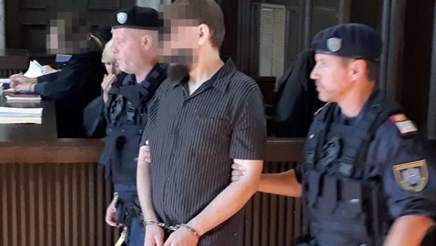 Senol D. tötete seine 40 Jahre alte Frau mit 38 Messerstichen. Er wurde in eine Anstalt eingewiesen. (Bild: APA/CHRISTOPHER ECKL)