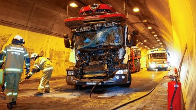 Dieser Autotransporter war auf den Lkw davor aufgefahren. (Bild: GERHARD SCHIEL)