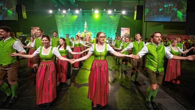 Beim großen Bauernbundball in der Grazer Stadthalle zeigen Mitglieder der Landjugend Jahr für Jahr ihr tänzerisches Können (Bild: Landjugend Steiermark)