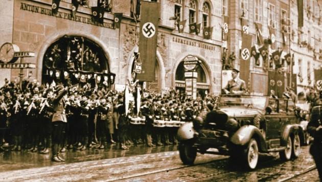 """Adolf Hitler in Graz: Die Massen jubelten dem """"Führer"""" in der Herrengasse zu (Bild: Landesmuseum Joanneum)"""