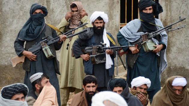 Kämpfer der Taliban, hier auf einem Archivbild (Bild: AP)