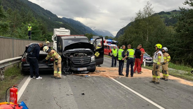 Am Montag kam es auf der Reschenstraße zu einem Verkehrsunfall, in den drei Fahrzeuge verwickelt waren. (Bild: Daniel Liebl)