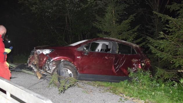 In einer scharfen Rechtskurve kam der Deutsche mit dem Fahrzeug aus bisher unbekannter Ursache von der Fahrbahn ab. (Bild: Georg Franz Bachiesl)