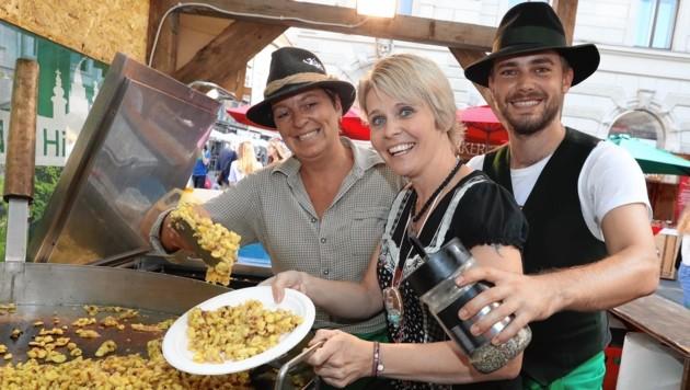 Hungrig wird beim größten Volkskulturfestival niemand: Überall in der Grazer Altstadt gibt es regionale Köstlichkeiten. (Bild: Jürgen Radspieler)