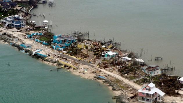 Erst allmählich wird das ganze Ausmaß der Katastrophe auf den Bahamas deutlich. (Bild: APA/AFP/US Coast Guard/Adam)