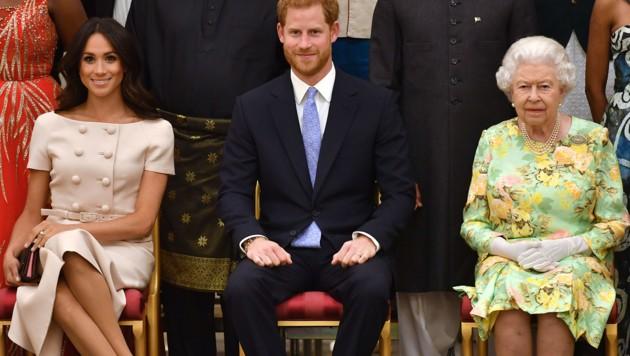 Herzogin Meghan, Prinz Harry und Queen Elizabeth (Bild: AFP)