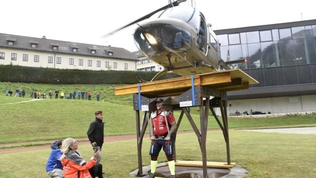 Exakt 31,46 Sekunden schaffte es Franz Müllner, eine Tonne auf den Schultern zu tragen. (Bild: Holitzky Roland)