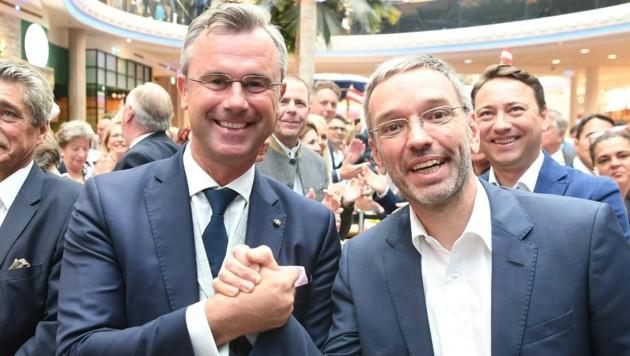 Demonstrieren öffentlich Einigkeit: FPÖ-Spitzenkandidat Norbert Hofer und Klubobmann Herbert Kickl (Bild: FOTOKERSCHI.AT/WERNER KERSCHBAUM)