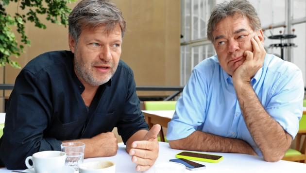 Robert Habeck (li.) führte die deutschen Grünen in lichte Umfragehöhen von fast 25 Prozent. Im Nationalratswahlkampf besuchte er Werner Kogler in Wien.