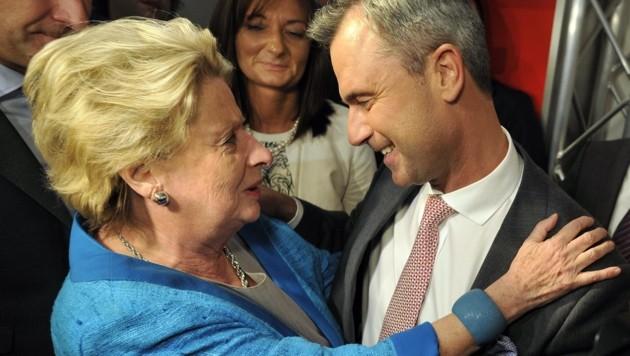 Ursula Stenzel mit FPÖ-Bundesobmann Norbert Hofer (Bild: APA/HANS PUNZ)