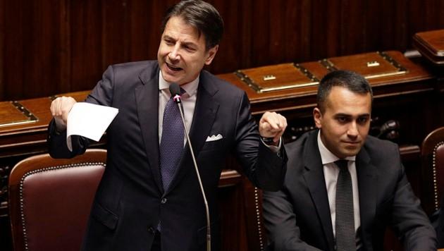 Premier Giuseppe Conte mit Fünf-Sterne-Chef Luigi Di Maio (Bild: AP)