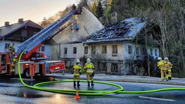 Brand eines Forsthauses in Fuschl am 22. April (Bild: FF Fuschl)