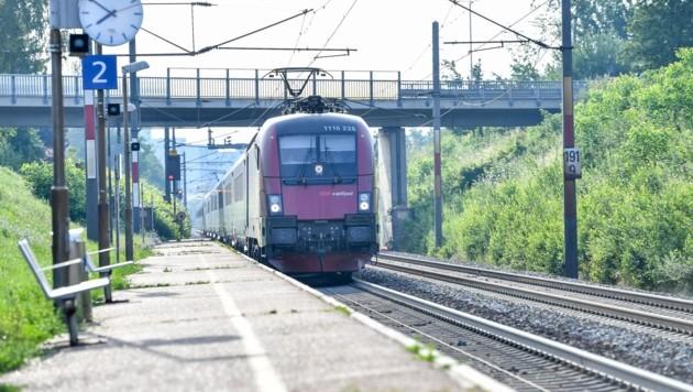 Für die Strecke mitten durch die Stadt Leonding ist kein Tunnel geplant. (Bild: Dostal Harald)
