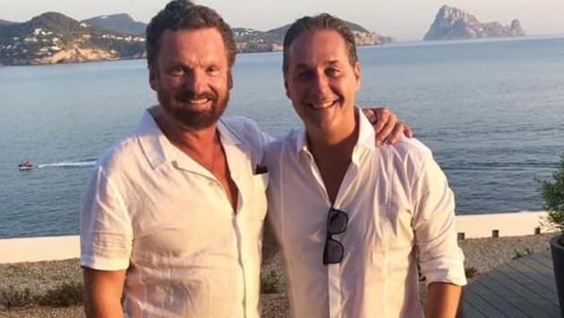 Gabriel Barylli und Heinz-Christian Strache auf Ibiza (Bild: www.facebook.com/strache)