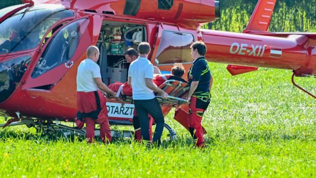 Der schwer verletzte Pilot wurde von Rettungsheli Martin 3 geborgen. (Bild: APA/JACK HAIJES)
