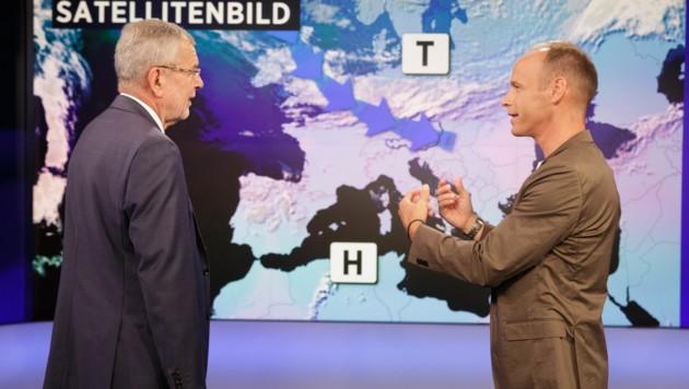 Bundespräsident Alexander Van der Bellen und Marcus Wadsak (Bild: APA/ORF/PETER LECHNER/PRÄSIDENTSCHAFTSKANZLEI)
