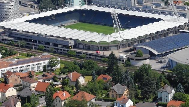 Die Merkur-Arena bleibt die langfristige Heimstätte des GAK. Anstelle der alten Freilufteisfläche (rechts vor dem Stadion) wird gerade eine zweite Eishalle mit Kabinentrakt gebaut. (Bild: Kronenzeitung)